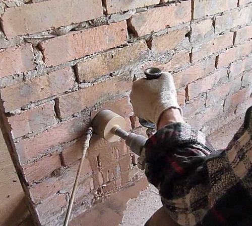 Отверстие в кирпичной стене