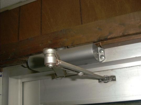 доводчики для входных дверей фото
