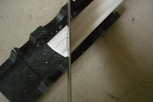 Установка потолочного плинтуса галтели
