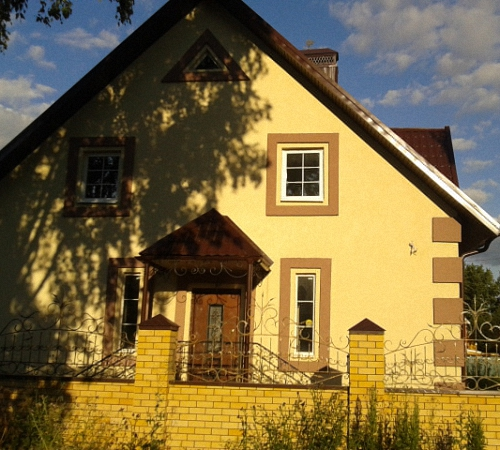 Штукатурка фасада частного дома короед