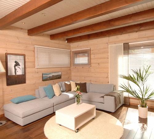 Maľovanie dreveného domu vo vnútri