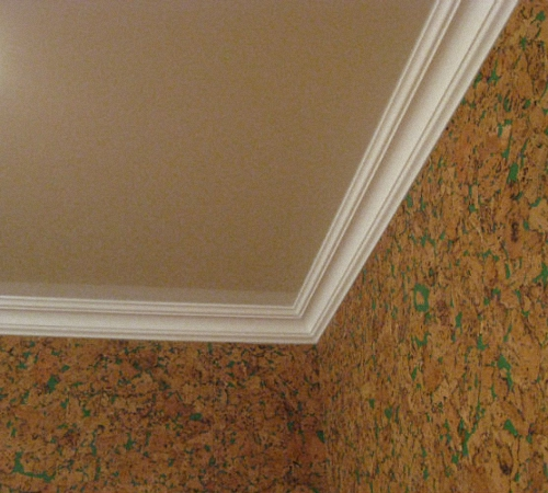 плинтуса под натяжные потолки фото