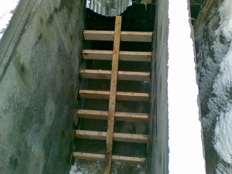 Как сделать лестницу в погреб фото