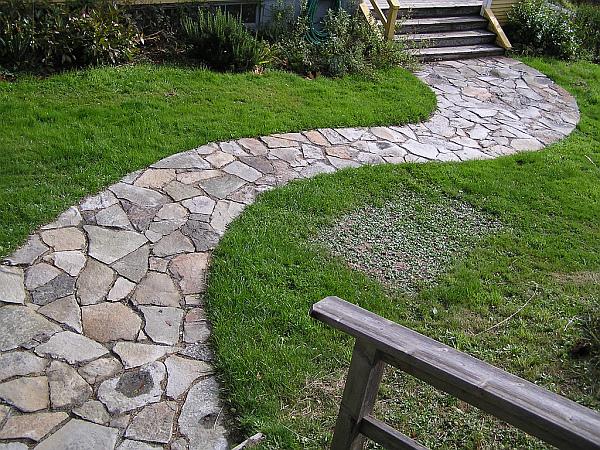 Садовая дорожка из натурального камня