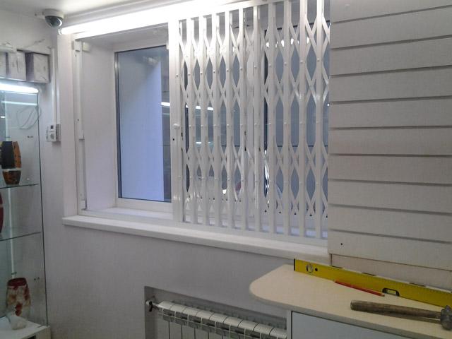 Решетки раздвижные на окна