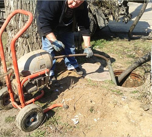 Выкачать выгребную яму