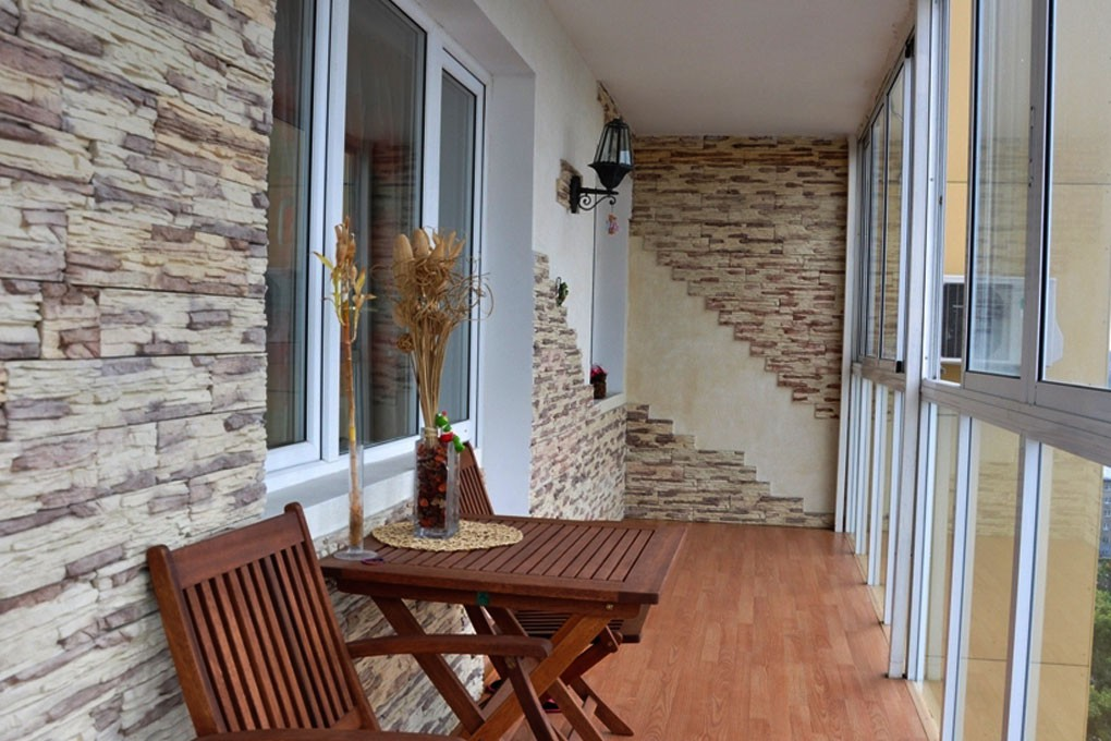 Отделка балкона декоративным камнем балконы.