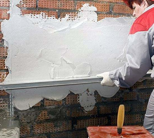 Как шпаклевать кирпичные стены своими руками
