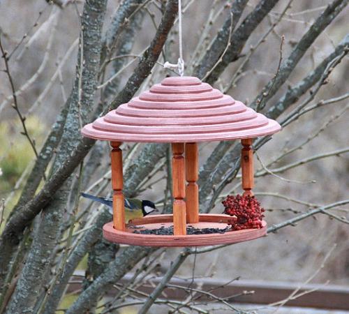 Кормушки для птиц для сада своими руками 89