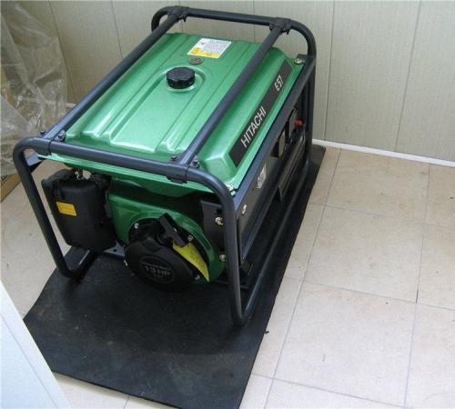 Бензиновый четырехтактный генератор