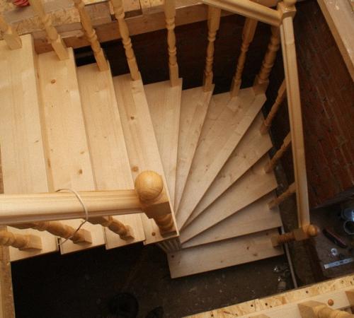 Как сделать лестницу на второй этаж дома своими руками