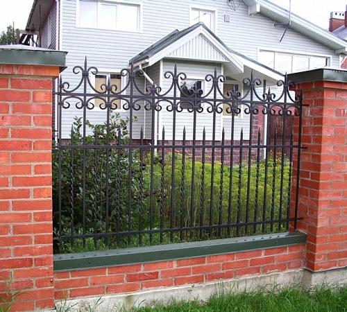 Забор из труб своими руками