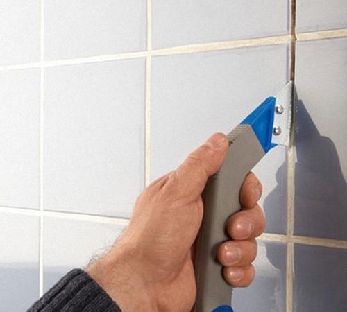 Очистить швы между плиткой