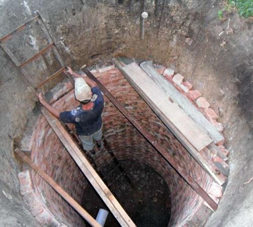 Откачка ямы выгребной ямы
