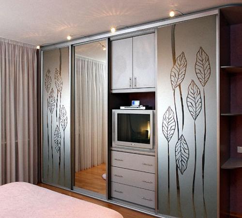 встроенные шкафы купе в спальню особенности фото идеи