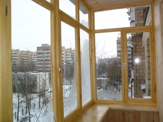 Установка деревянной рамы на балконе своими руками 6