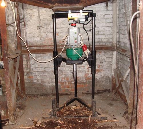 Как пробурить скважину в подвале дома 4