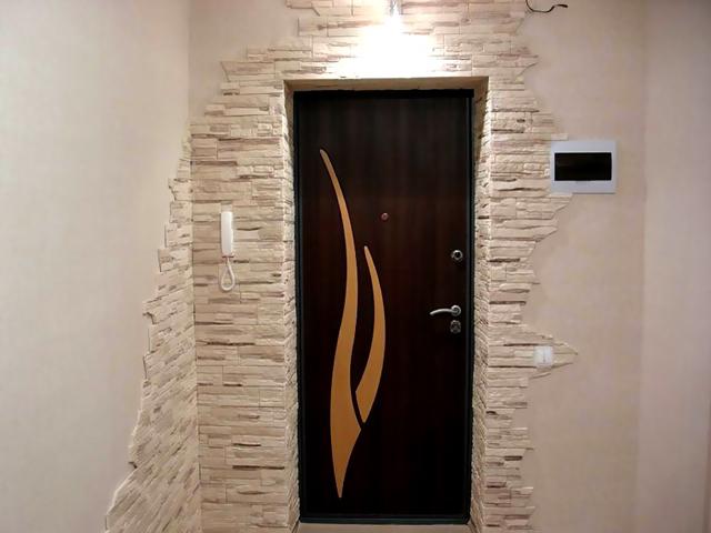 458Отделка откоса входной двери своими руками