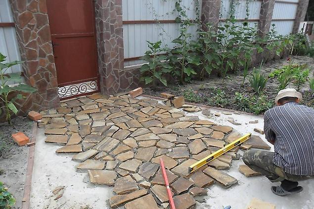 Как сделать дорожку из натурального камня