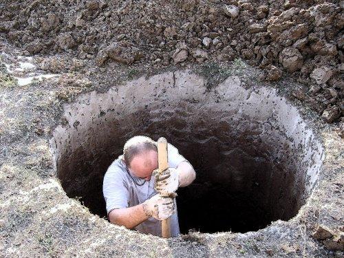 Копаем колодец лопатой