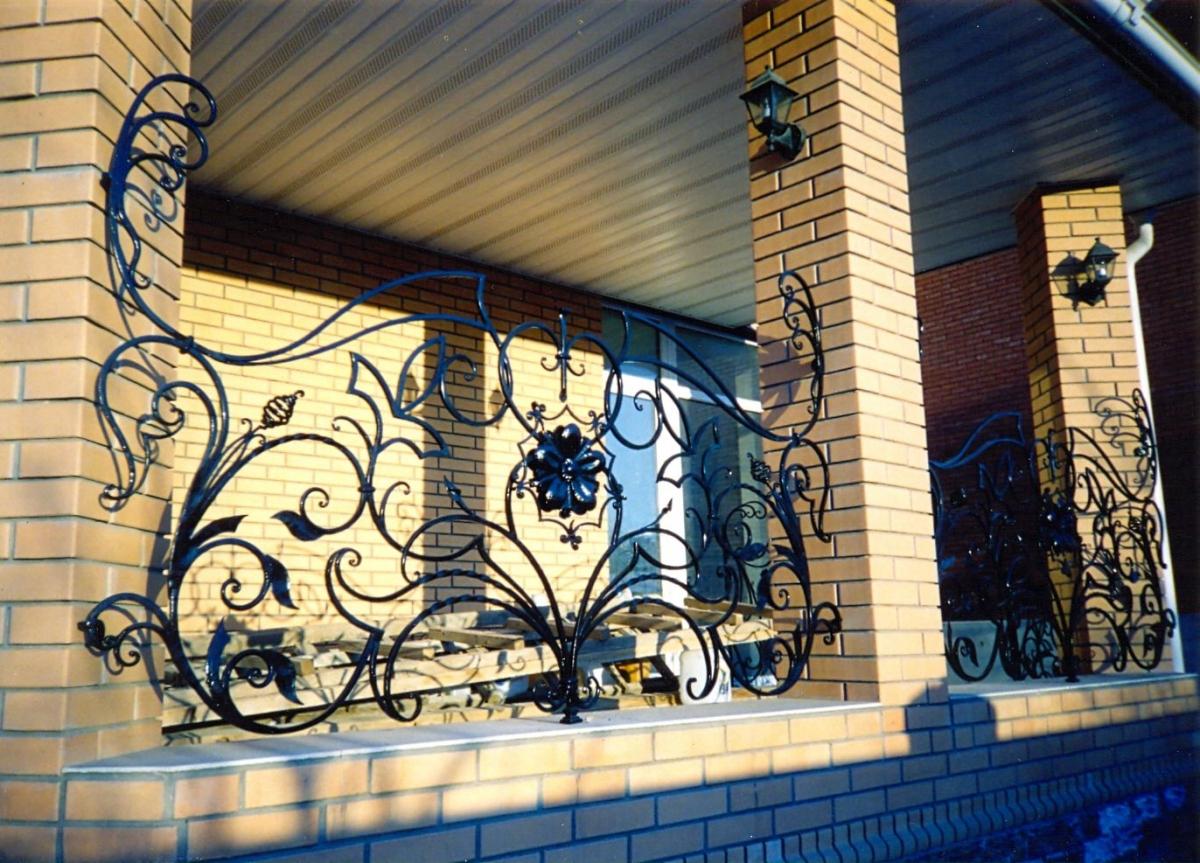 застекленная веранда с колоннами из кирпича фото