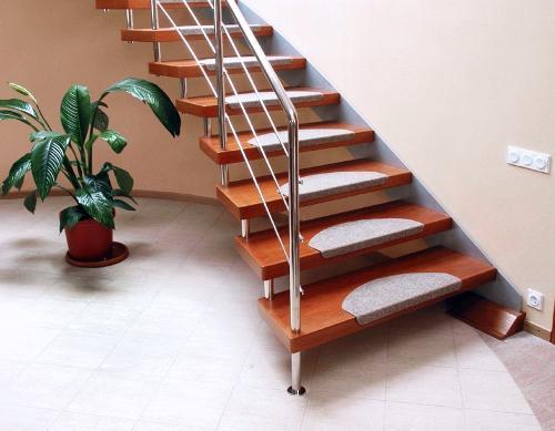 Лестница в коттедже 1
