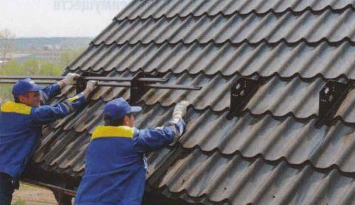 Снегозадержатели на крышу из металлочерепицы - монтаж