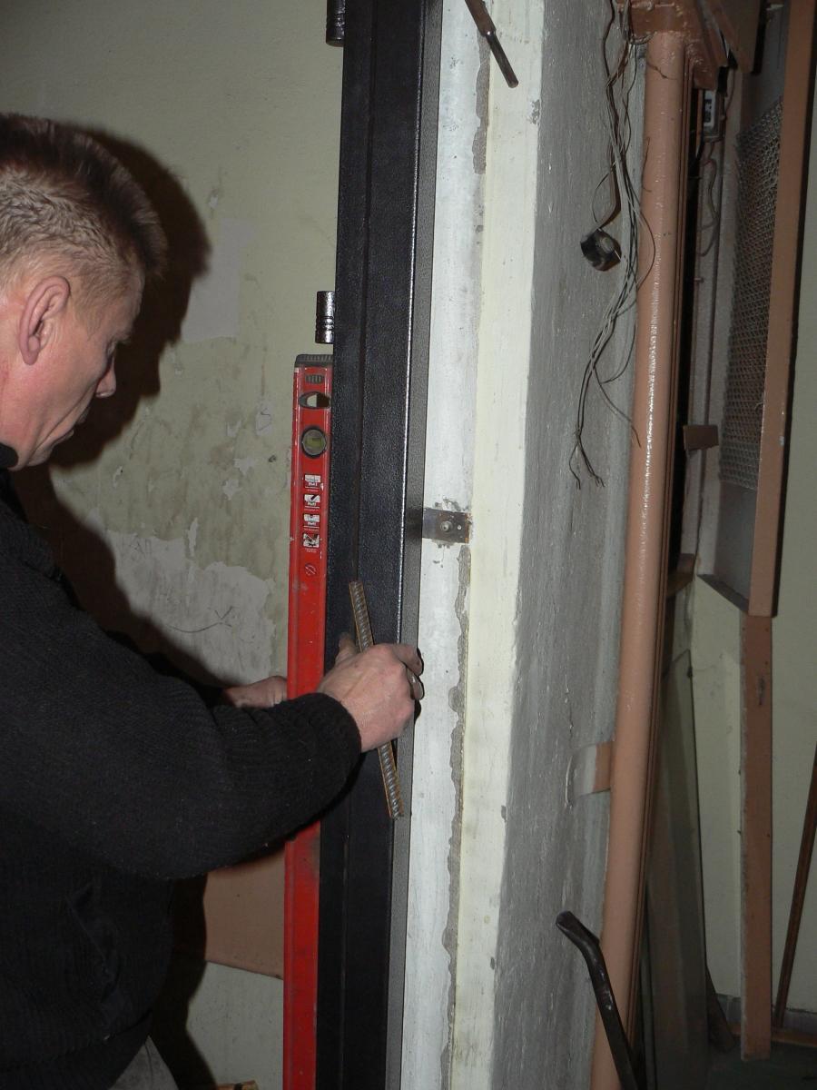 Монтаж входных металлических дверей своими руками 35