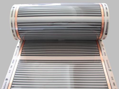 Рулон нагревательной пленки с полосами углеродной пасты и медного проводника