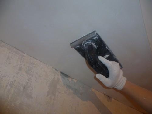 Шлифовка потолка перед покраской