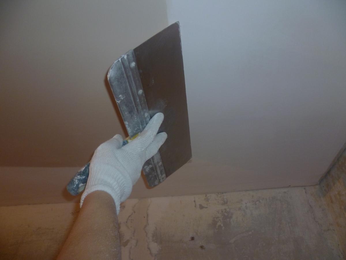 Шпаклевать потолок своими руками