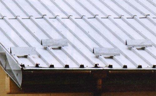 Уголковые или пластинчатые снегозадержатели