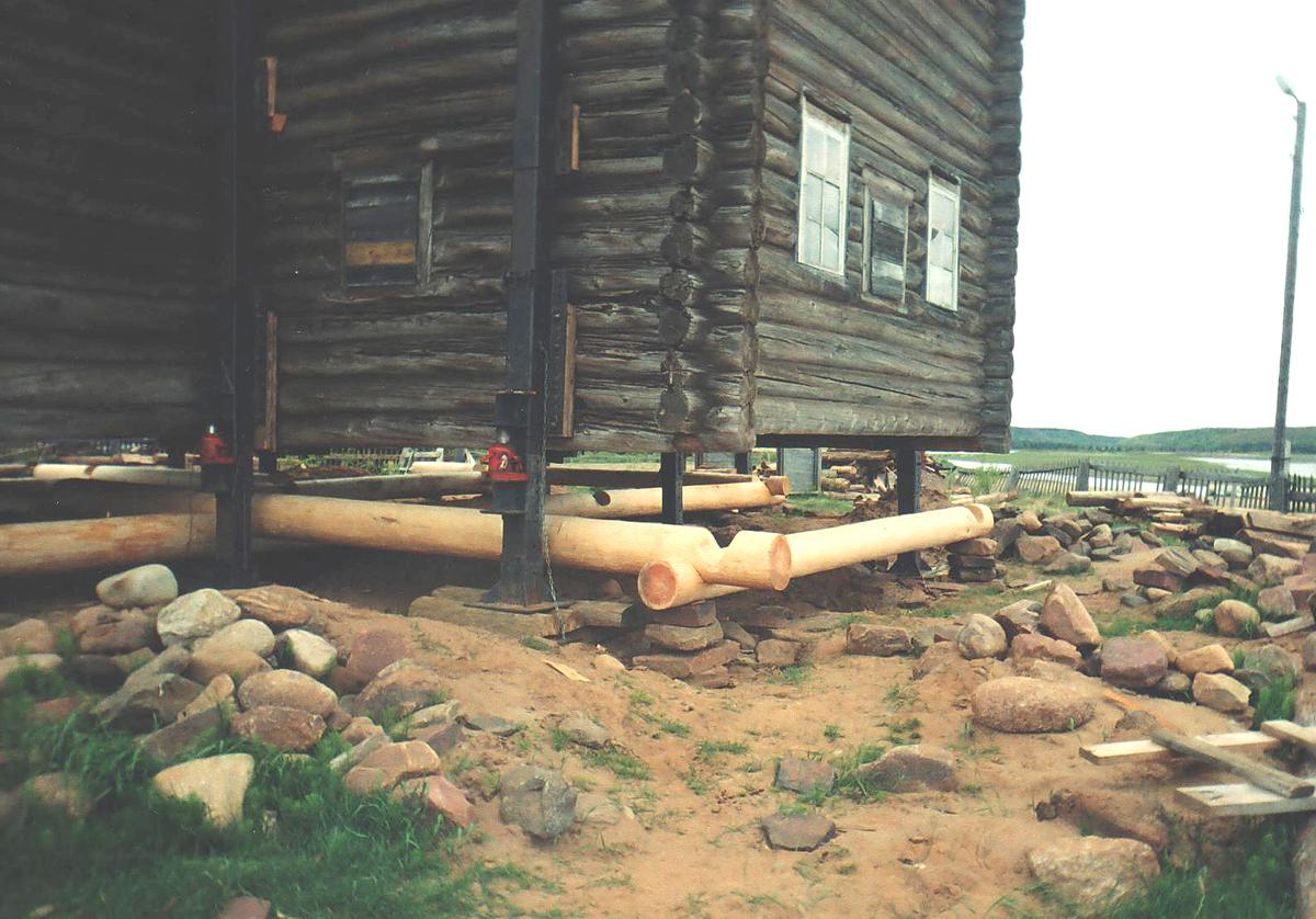 Замена венца в деревянном доме - Замена нижних венцов деревянного дома своими руками