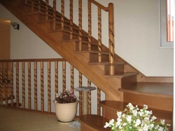 Купить деревянные столбы для лестниц