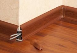 как устанавливать пластиковые плинтуса на пол?