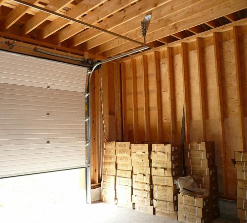 чем обшить брус крыши изнутри гаража наличие под