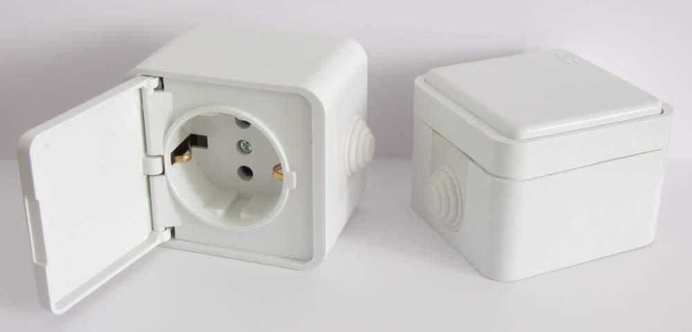 Некоторые модели розеток оснащены дополнительными приспособлениями   защитными крышками и шторками, подсветкой, кнопкой для выталкивания вилки. 841bf909c5d