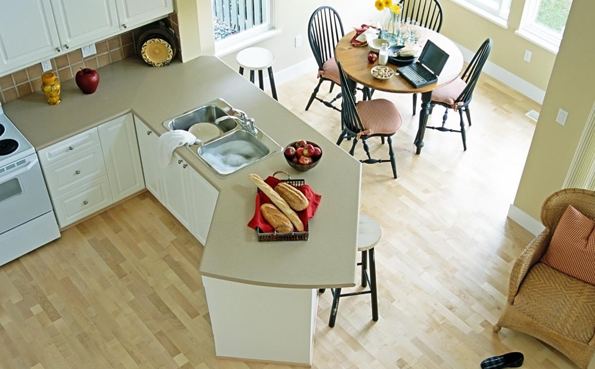 Как выбрать качественный ламинат для кухни?