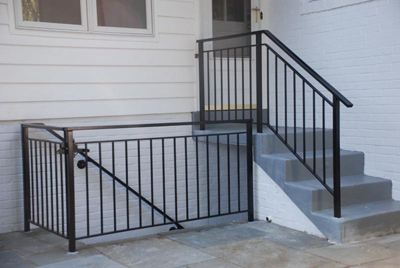 Перила на лестницу из металла своими руками