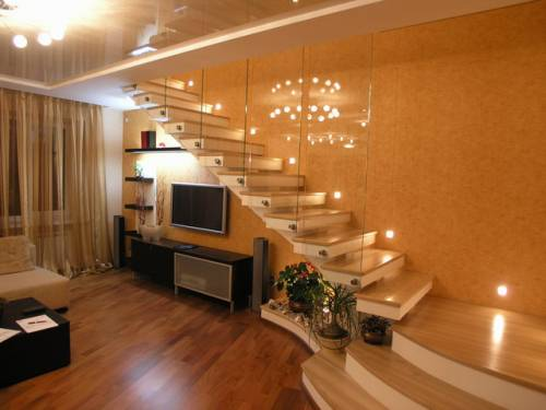 Освещение лестницы точечными светильниками