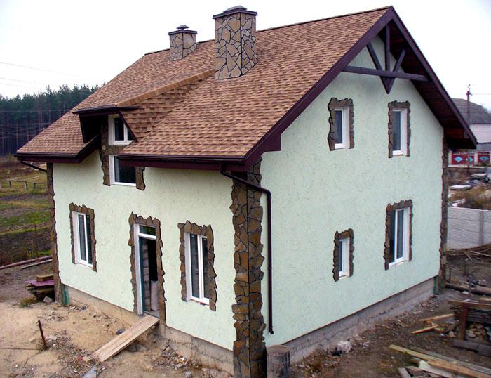 Фасад дома короед с камнем фото