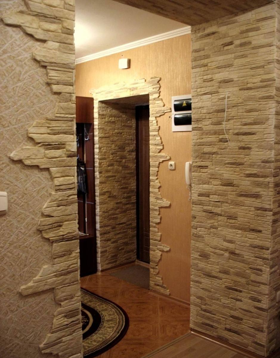 Дизайн прихожей с камнем в квартире