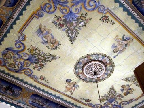 1 raspisnoi potolok 500x375 - Декоративне оформлення стель