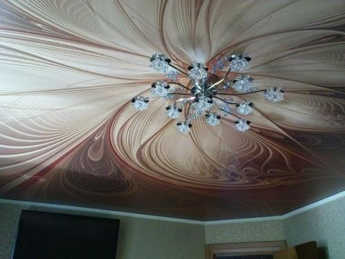 Горизонтальная люстра с тканевым потолком