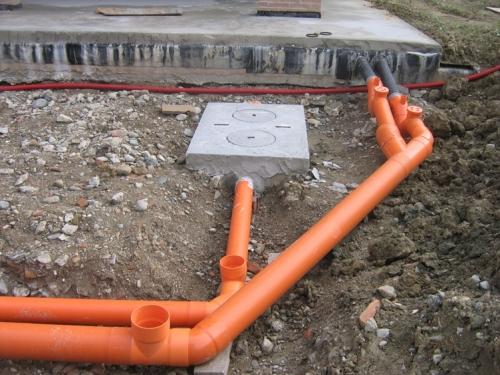 Монтаж наружной канализации из труб ПВХ