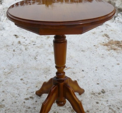 Деревянный кофейный столик - вскрытие лаком