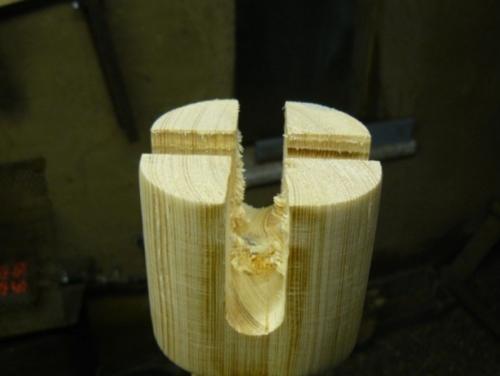Деревянный кофейный столик своими руками - отверстие в ножке под крестовину