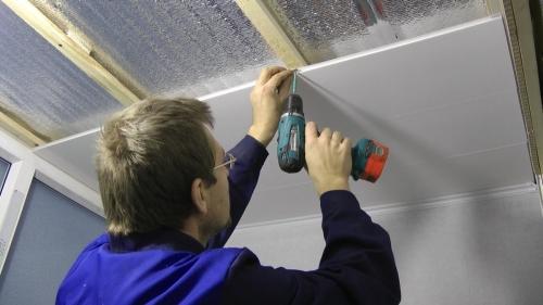Крепление пластиковой панели к потолку