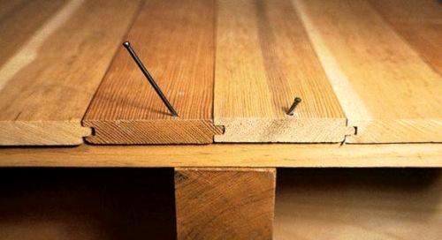 Устранение скрипа паркета - прикручивание саморезами к лаге
