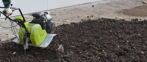 Вспашка газона культиватором
